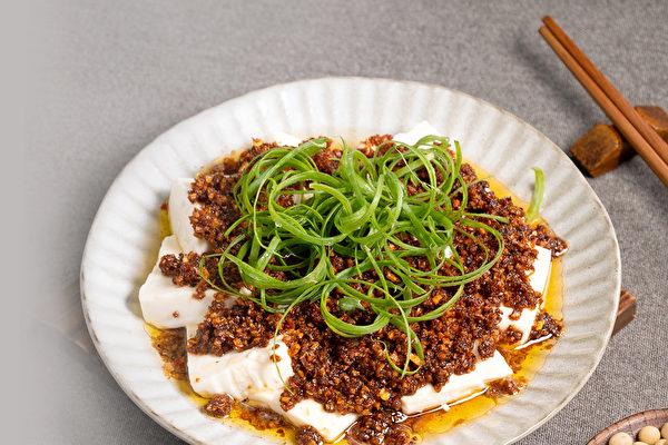 黃豆料理食譜: 豆酥豆腐。(行政院農糧署提供)
