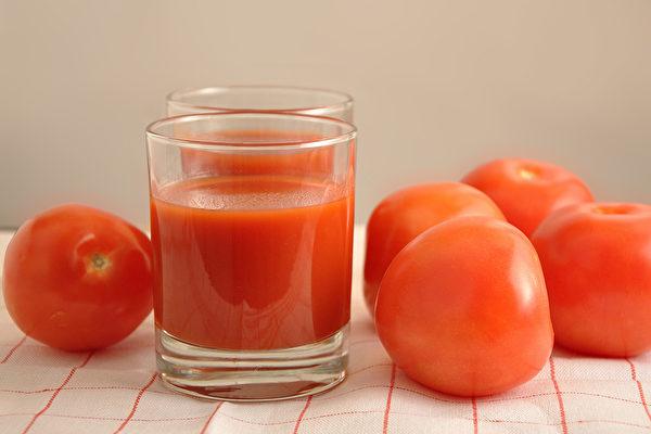 番茄汁富含番茄紅素,有抗老化、抗癌防癌、保護心血管等好處。(Shutterstock)