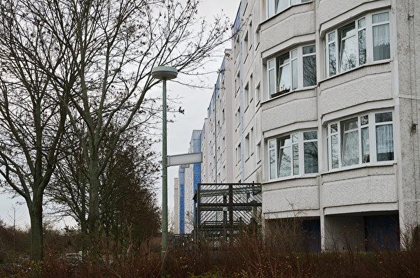 2020年1月14日,德國警察進入柏林Marzahn-Hellersdorf區一棟居民樓,進行突襲。 (Photo by Annette Riedl / DPA / AFP)