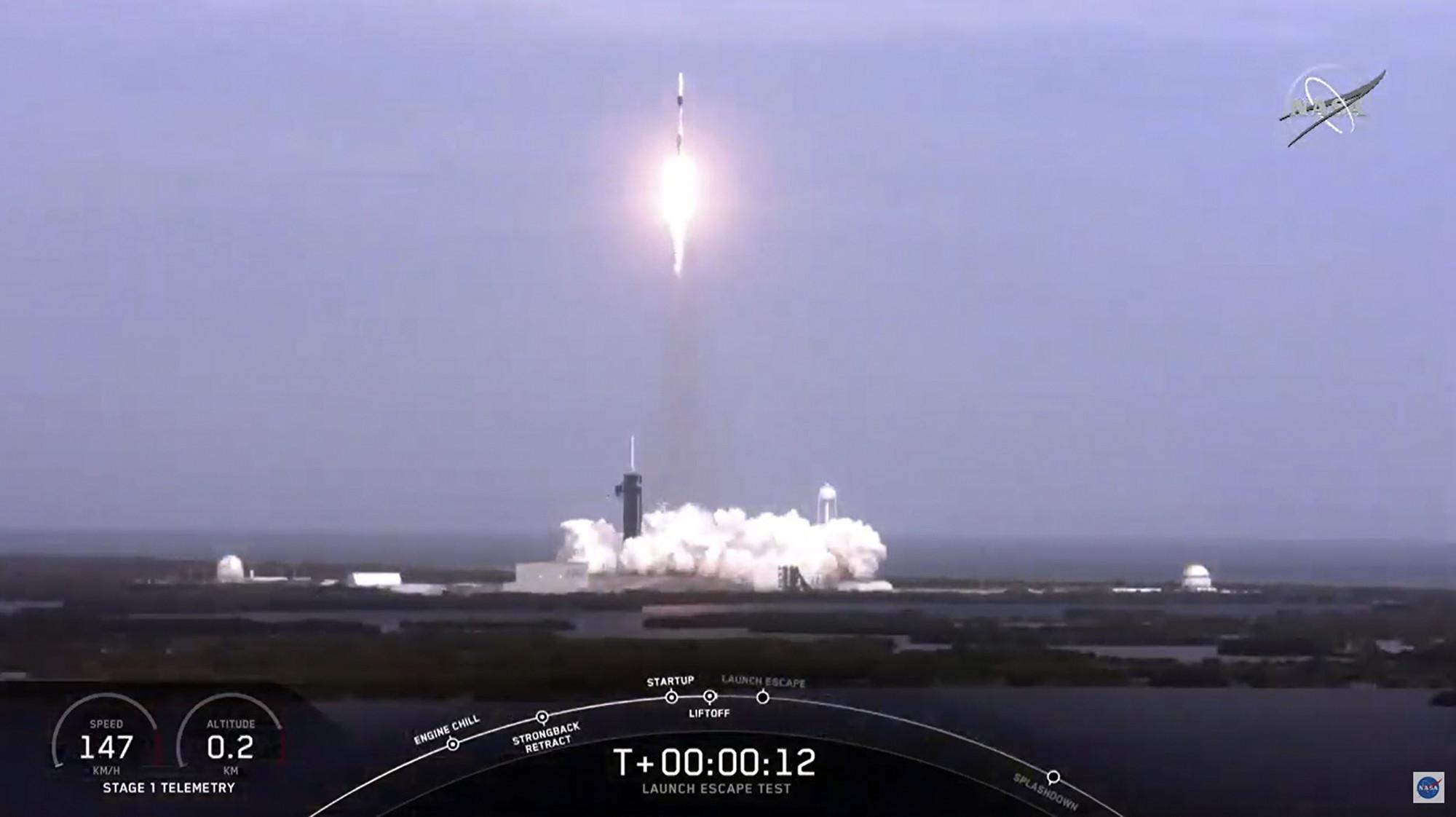 SpaceX於1月19日通過了一個載人太空艙的關鍵安全測試。(NASA TV / AFP)