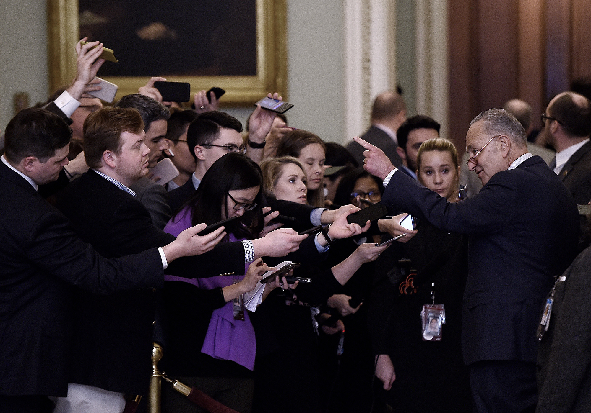 美參院彈劾案 場內激烈討論 場外或更緊張