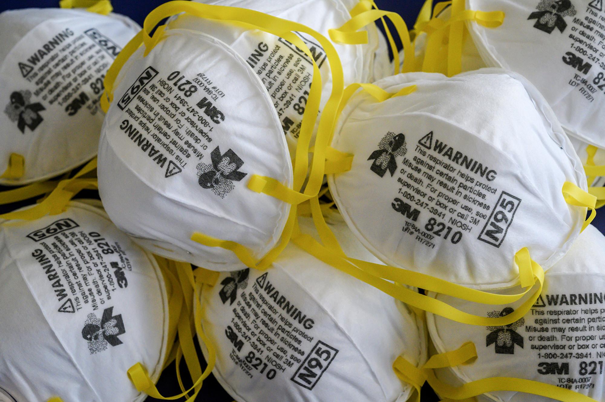 中共肺炎(俗稱武漢肺炎、新冠肺炎)爆發之際,全球出現「口罩荒」,劣質口罩也出現在市面。圖為N95口罩。(Mladen ANTONOV/AFP)