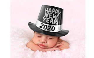 踏着钟声而来 多伦多迎加国首名新年宝宝