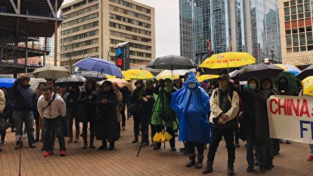 2020年1月19日,逾300人參加在溫哥華中央圖書館廣場舉行的「天下制裁中共集氣大會」。(王昱莎/大紀元)