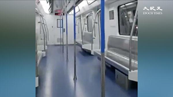為防範中共肺炎蔓延,至23日夜間,湖北已有8城市封城。圖為前往漢口北的武漢地鐵一號交通線的列車上空空盪盪。(大紀元)