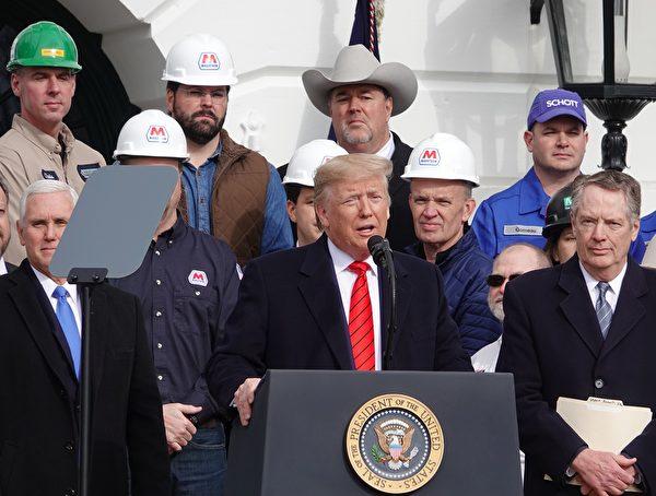 1月29日中午,美國總統特朗普在白宮簽署美國-墨西哥-加拿大貿易協議(USMCA),重塑北美貿易規則。(亦凡/大紀元)