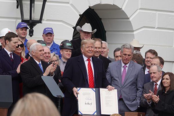 重塑貿易規則 特朗普簽署美加墨協議