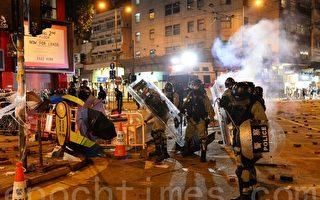组图:元旦港人游行 警发射多枚催泪弹