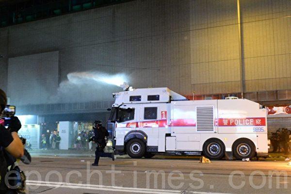 2020年1月1日,香港元旦由民陣舉辦「元旦大遊行」。1號水炮車到達銅鑼灣。(宋碧龍/大紀元)