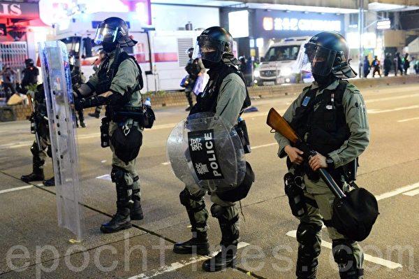 2020年1月1日,香港元旦由民陣舉辦「元旦大遊行」。軒尼詩道有大量防暴警察。(宋碧龍/大紀元)