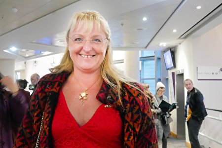 2020年1月1日,英國能源公司Intelligent Energy的總監Joanna Richart女士觀看了神韻國際藝術團的演出。(徐景/大紀元)