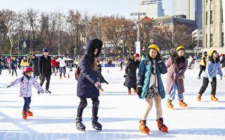 组图:冬游限定 首尔广场享受冰上乐趣