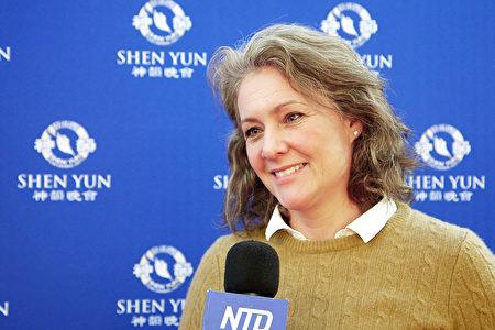 2020年1月5日下午,魁北克省知名創作歌手、作曲家Judith Berard女士對神韻女高音歌唱家深感敬佩,表示傳統的內涵必須承傳下去。(新唐人電視台)