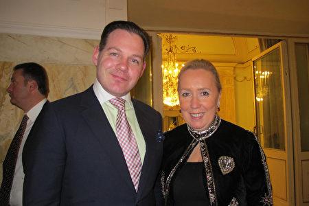 2020年1月10日晚,Bjorn De Decker和太太Isabelle De Decker從巴黎來到那不勒斯觀看神韻演出。(麥蕾/大紀元)