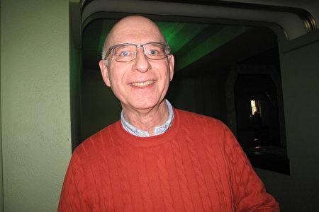2020年1月18日下午,英國大學資訊總監(CIO)Wojtek Adamek在倫敦Eventim Apollo劇院觀賞神韻演出。(肖憫/大紀元)