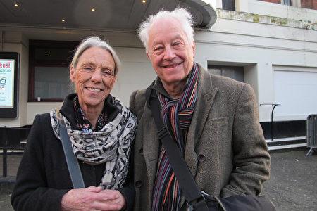 2020年1月19日下午,音樂製作人兼錄音師Tony Platt夫婦慕名欣賞了神韻國際藝術團在倫敦Eventim Apollo劇場的第四場演出。(麥蕾/大紀元)