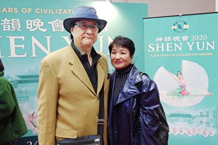 2020年01月23日木材業公司老闆浦田裕二與夫人前來觀看神韻後表示,神韻演員的身體非常柔軟。(任子慧/大紀元)
