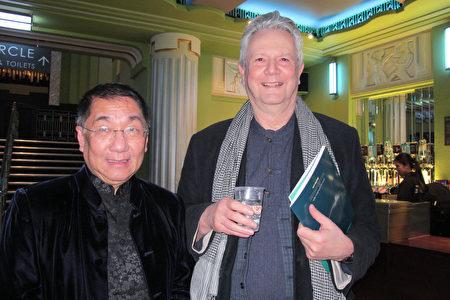 英國國民保健署(NHS)司法系統在英格蘭的健康主管Hong Tan和朋友於2020年1月23日在倫敦Eventim Apollo劇院觀看神韻。(麥蕾/大紀元)