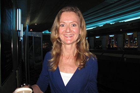 2020年1月23日,歐盟委員會駐英國代表、高級新聞官Jennifer. Hutton在英國倫敦Eventim Apollo(LONDON Eventim Apollo)劇院觀看神韻。(肖憫/大紀元)