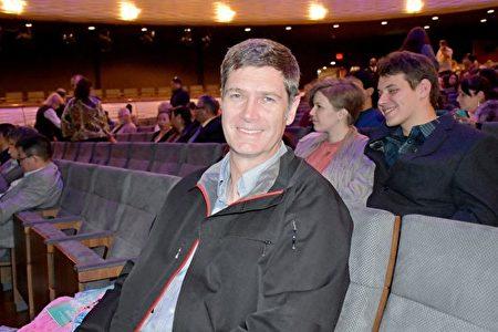 2020年1月26日晚,Arrow Electronics公司總監及總經理Richard Watt先生觀看了神韻北美藝術團在達拉斯AT&T演藝中心的精彩演出。(樂原/大紀元)