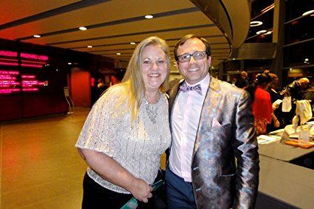 2020年1月26日晚,美聯邦房利美(Fannie Mae聯邦國民按揭貸款協會)業務經理John Wesley先生與同事、業務經理Heidi Jones女士一同觀賞了神韻在達拉斯AT&T演藝中心的演出。(蘇菲/大紀元)