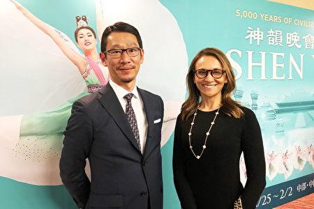 J-STAR金融投資公司投資部門主管今枝大輔與女友,1月27日晚,觀看了美國神韻紐約藝術團在東京文京市民音樂廳(TOKYO Bunkyo Civic Hall)舉行的演出。(牛彬/大紀元)