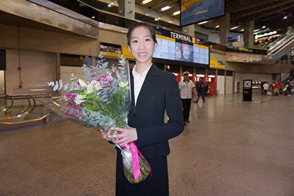 神韻國際藝術團主要領舞演員Elsie Shih於29日上午抵達巴西聖保羅國際機場。(李明曉/大紀元)