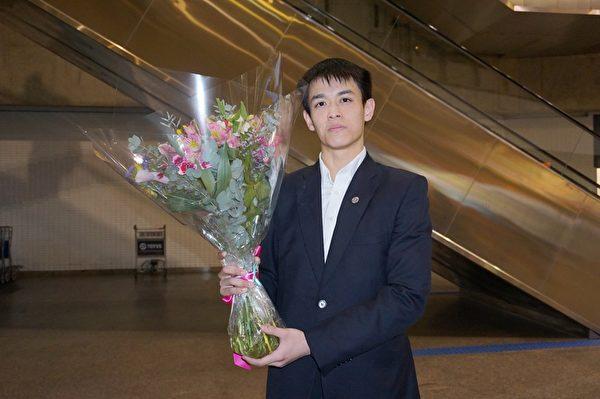 神韻國際藝術團主要領舞演員James Yang於29日上午抵達巴西聖保羅國際機場。(李明曉/大紀元)