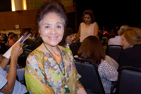 巴西著名華人聲樂家陳黃淑英於2020年1月30日在聖保羅Unimed Hall劇院觀賞了神韻國際藝術團在聖保羅的第一場演出。(李明曉/大紀元)