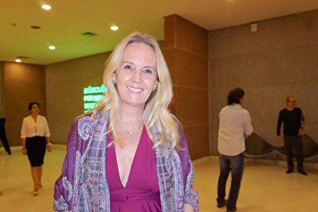 2020年1月30日晚上, 超級生態科學研究院院長Andree de Ridder Vieira在巴西聖保羅Unimed Hall劇院觀看了神韻國際藝術團的演出。(李明曉/大紀元)