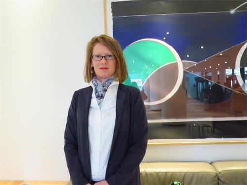 德國法輪功學員施瓦茨女士(Bettina Schwarz)。(明慧網)