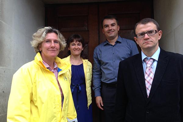 2019年8月31日,烏克蘭的阿蒂穆(Artem,右一)等人在英國倫敦參加「二零一九年歐洲法輪大法修煉心得交流會」。(明慧網)