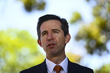 澳洲联邦旅游部长伯明翰(Simon Birmingham)