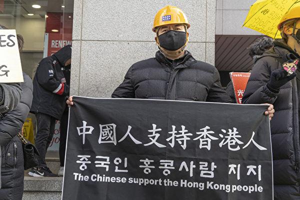 來自中國大陸的唐先生積極支持香港民主抗爭運動。(全景林/大紀元)