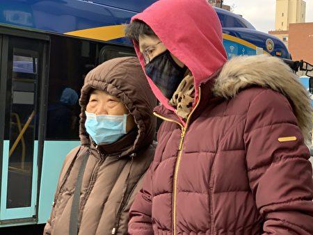 纽约街头,很多华人佩戴口罩。