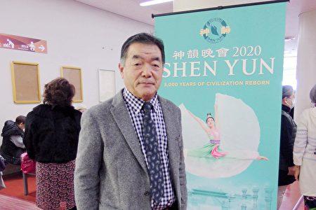 企業執行總裁村田洋(Murata Hiroshi)在福岡太陽宮音樂廳觀看了1月22日下午的神韻演出。(任子慧/大紀元)