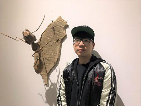 钟凯翔善于以瓦楞纸制作栩栩如生的动物立体雕塑,作品细密着墨动物的关节、身体结构及肌肉线条,极富生命张力,虽然年纪轻,但在这个艺术领域却有9年的资历。