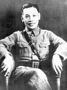 蔣經國任江西省第四區行政督察專員兼縣長時留影,1939年3月。(公有領域)
