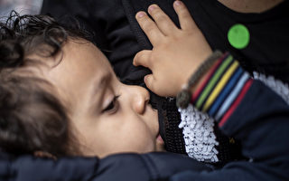 研究:嬰兒喝母乳更健康 肥胖率降低