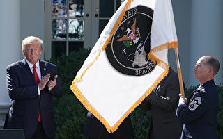 """川普公布美国太空军标志 """"环球航宇设计"""""""