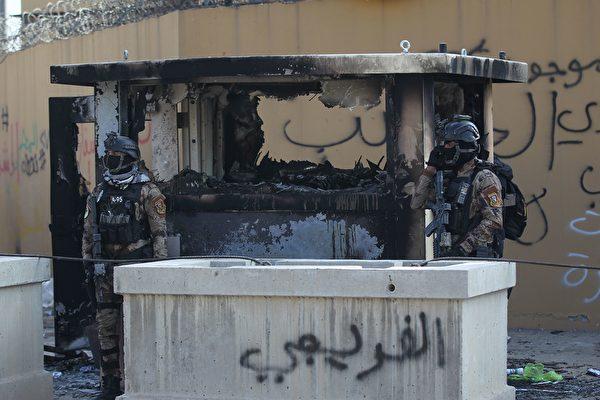 2019年12月31日,駐巴格達美國大使館遭到親伊朗的伊拉克抗議者嚴重破壞。(AHMAD AL-RUBAYE/AFP via Getty Images)