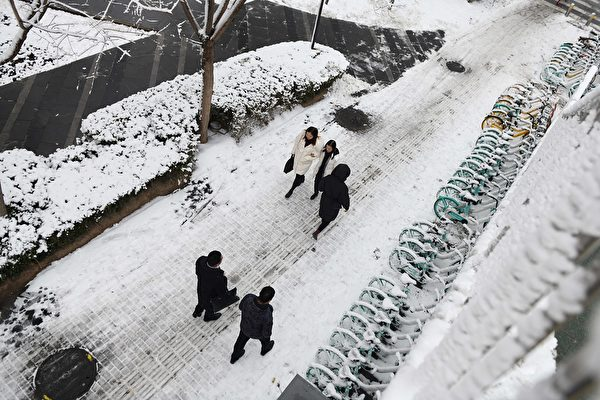 1月6日,北京降雪情况。(GREG BAKER/AFP via Getty Images)