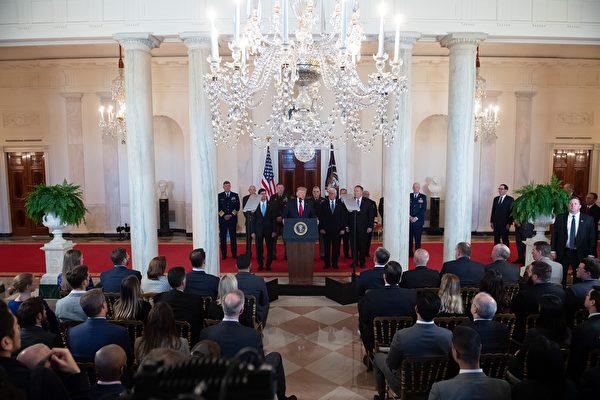 1月8日上午11點,針對伊朗襲擊美軍駐伊拉克基地事件,特朗普在白宮大廳發表了講話。(SAUL LOEB/AFP via Getty Images)