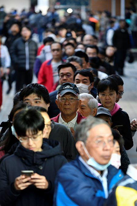 1月11日,中華民國舉行總統副總統及第10屆立法委員選舉。圖為新北市投票現場。(SAM YEH/AFP via Getty Images)
