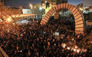 伊朗抗议者撕毁领导人画像 要求处决独裁者