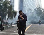 不畏疫情 香港反送中示威者堵路60人被捕