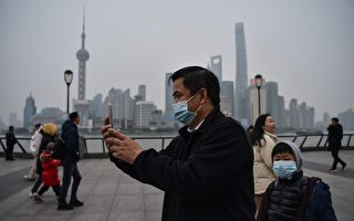 上海新闻主播报导疫情时咳嗽 网民:中招了