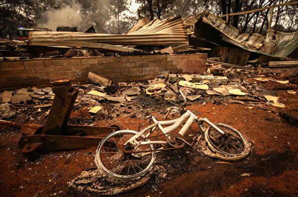 澳洲數千棟民宅在山火中被焚燬。(David Gray/Getty Images)