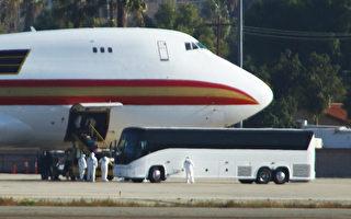 美包機離開武漢降落加州 返美公民一片歡呼