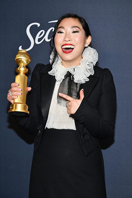 第77屆金球獎頒獎典禮1月5日晚舉行,31歲的華裔女演員林家珍(Nora Lum)以出演《別告訴她》(the Farewell),獲喜劇類最佳女主角獎。(Amy Sussman/Getty Images)